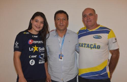O técnico de natação regular e ACD, Airton Doniseti Bianchi Mitcho (à direita), foi eleito o Esportista do Ano 2018. Foto: Divulgação/ Prefeitura de São Carlos - Foto: Divulgação