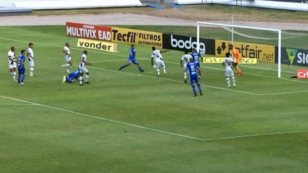 Momento em que Yago empatou o jogo para o CSA em Maceió (Foto: Divulgação) - Foto: Divulgação