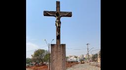 Monumento Cristo Crucificado volta para avenida após restauro