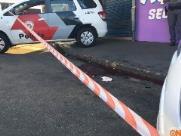 Homem morre baleado e comerciante é atingido na perna no Cidade Aracy