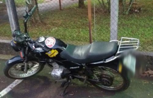 Adolescentes foram detidos após tentarem furtar essa motocicleta - Foto: Divulgação