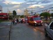 Motociclista fica ferida após acidente com carro em avenida de Ribeirão