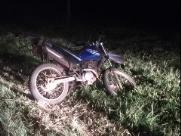 Motociclista de 26 anos fica gravemente ferido em acidente na SP-255
