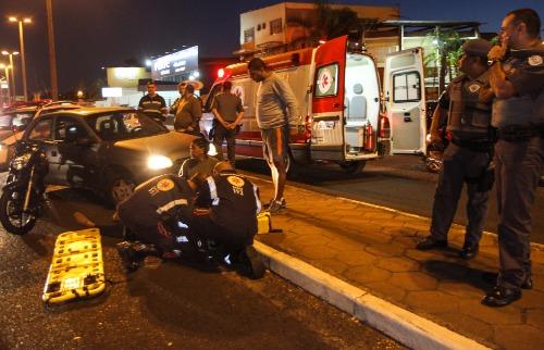 ACidade ON - Araraquara - Motociclista ficou ferido ao ser atingido por carro do suspeito (Amanda Rocha/ACidadeON/Araraquara)