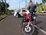 Motoqueiro perdeu o controle e bateu na traseira de um furgão. (Tom Oliveira/ACidadeOnAraraquara) - Foto: ACidade ON - Araraquara