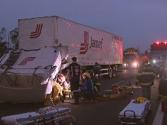Motorista foi resgatado pelo Corpo de Bombeiros após acidente - Foto: Reprodução EPTV