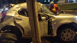 Motorista morre depois de bater o carro contra poste em Ribeirão