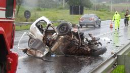 Motorista morre decapitado em acidente com caminhão na SP-318