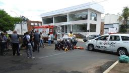 Motorista não respeita Pare e deixa motociclista ferida no Centro