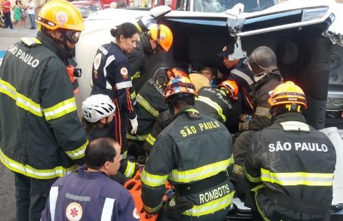 ACidade ON - São Carlos - Motorista perde o dedo após capotar veículo no Centro de São Carlos
