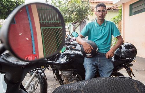 O mototaxista Cleiton Ferreira dos Santos teve a CNH suspensa por somar 44 pontos (foto: Weber Sian / A Cidade) - Foto: Weber Sian / A Cidade