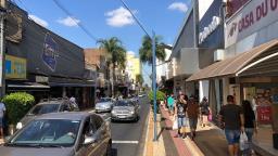 Véspera do Dia das Mães tem comércio movimentado em Araraquara