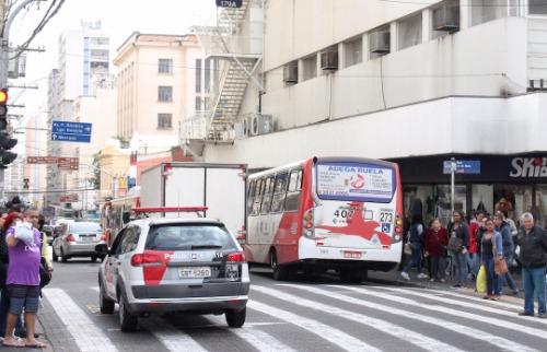 Código 19 - Movimento no cruzamento da Rua 13 de Maio com a José Paulino no Centro de Campinas