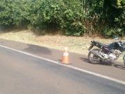Mulher morre após colisão de moto na rodovia SP-255
