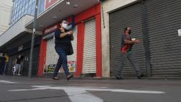 Cliente sem máscara gera multa de R$ 5 mil para padaria