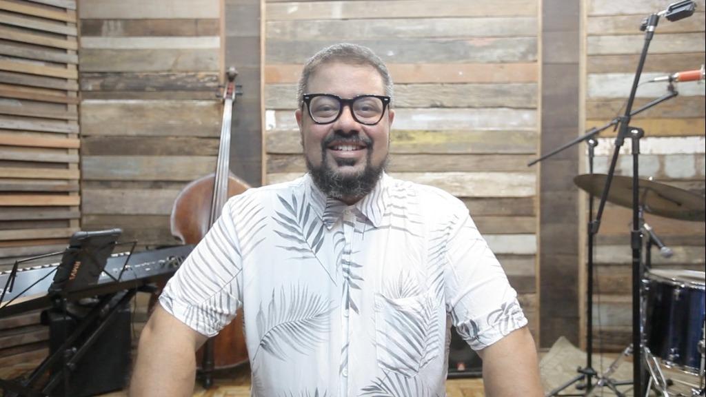 O compositor e instrumentista em gravação do novo trabalho. Foto: Thiago Carreri/Psiu Studio - Foto: ACidade ON - São Carlos