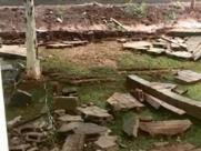 Chuva forte derruba muro de condomínio na Lagoinha