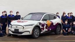 Para divulgar o Outubro Rosa, mulheres montam um Mustang Mach-E
