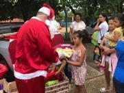 Ação Natal Solidário distribui 600 brinquedos em bairros da cidade