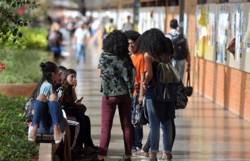 Estudantes negros são maioria nas instituições públicas de ensino superior, segundo o IBGE - Foto: Marcelo Casal Jr./Agência Brasil
