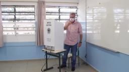 Candidato Nino Mengatti (PSB) vota em Araraquara
