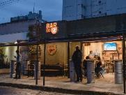 Com chope por ml e menu de petiscos, Bar do Urso abre no Cambuí