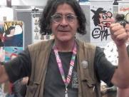 Cartunista Ota marca presença em evento de troca de quadrinhos