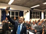 Doria defende ação de policiais e faz selfie para parabenizá-los