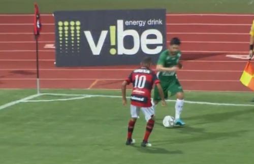 ACidade ON - Campinas - O meia Rondinelly chamou a atenção por uma bela jogada logo no começo da partida
