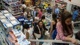 Consumidor espera saldões para comprar com desconto