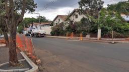 Obra interrompe tráfego em trecho de via em Holambra