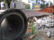 """Obras nas """"crateras"""" no asfalto do Jardim Marivan começaram hoje (12)"""