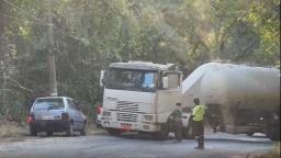 Carreta trava e complica trânsito entre Valinhos e Itatiba