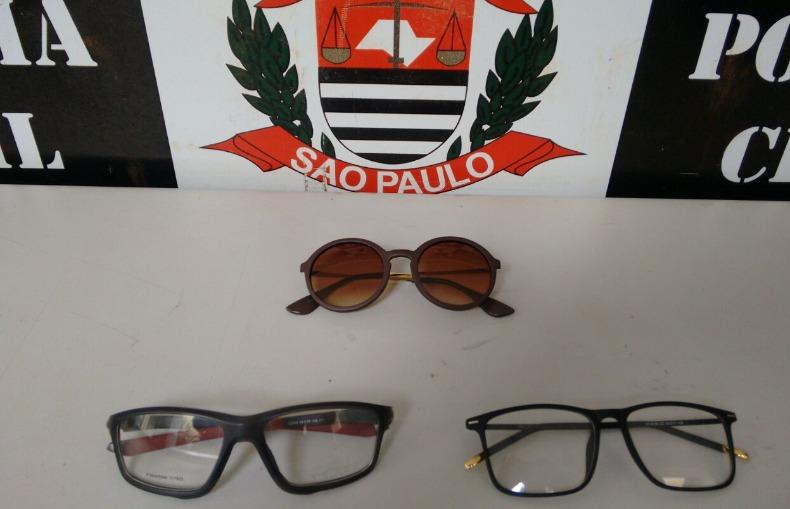 11ee83209d1 Três dos 150 óculos roubados foram recuperados (Foto  Divulgação Polícia  Civil)