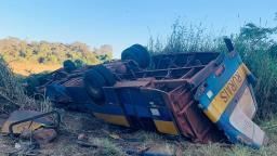 Ônibus tomba e trabalhadores rurais ficam feridos na região