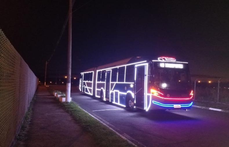 Ônibus iluminados para o Natal começam a circular na cidade ...