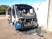 Ônibus escolar pega fogo em Dourado