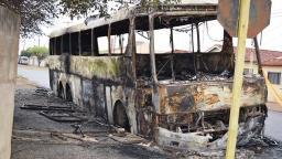 Quatro ônibus são incendiados após morte de suspeito de roubo
