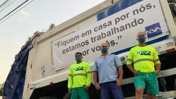 """Coletores de lixo fazem campanha: """"trabalhando por vocês"""""""