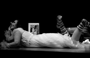 Reprodução /  Facebook - Espetáculo 'Palhaça Sola' será apresentado no Teatro Santarosa