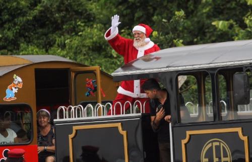 Da reportagem - Papai Noel chega ao shopping Jaraguá (Foto: Amanda Rocha)