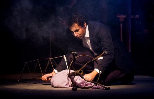 Espetáculo mostra paixão do inventor pela aeronáutica além de curiosidades sobre sua vida. Foto: Rogério Abbamonte. - Foto: Rogério Abbamonte