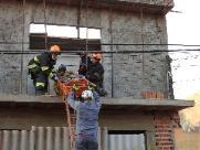 Pedreiro fica ferido após levar choque em fio de alta tensão em São Carlos
