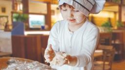 Pizzaria oferece oficina de gastronomia gratuita para as crianças nas férias