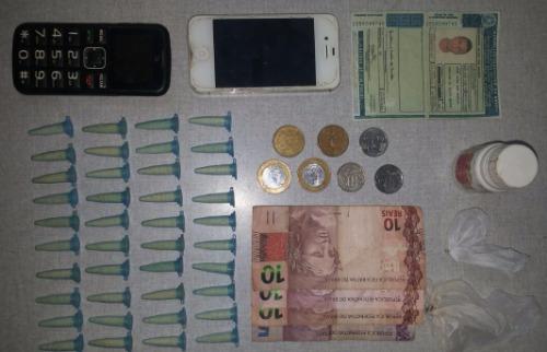Pinos de cocaína, dinheiro e celulares foram apreendidos - Foto: ACidade ON - Araraquara