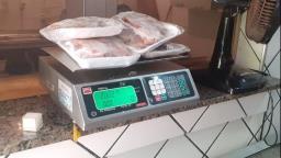 Peixaria é multada em R$ 3,6 mil por armazenamento ilegal de peixes