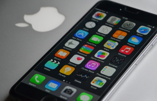 Celular tipo Iphone - Foto: Pixabay