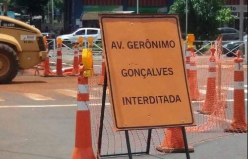 Placa mostra erro em grafia de nome de avenida de Ribeirão Preto - Foto: Redes sociais
