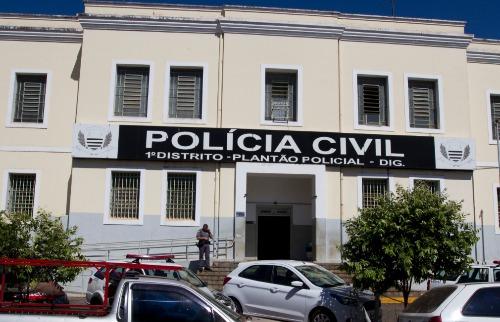Filho foi levado para o Plantão Policial, onde recebeu voz de prisão por violência doméstica - Foto: Weber Sian / A Cidade