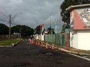 Polícia Militar de Araraquara coloca cones em frente ao Batalhão